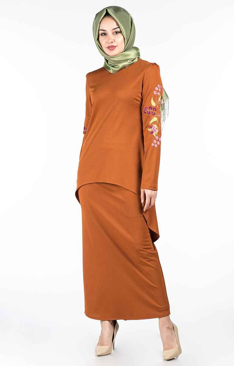 Kolları Nakışlı Tesettür Elbise Modelleri