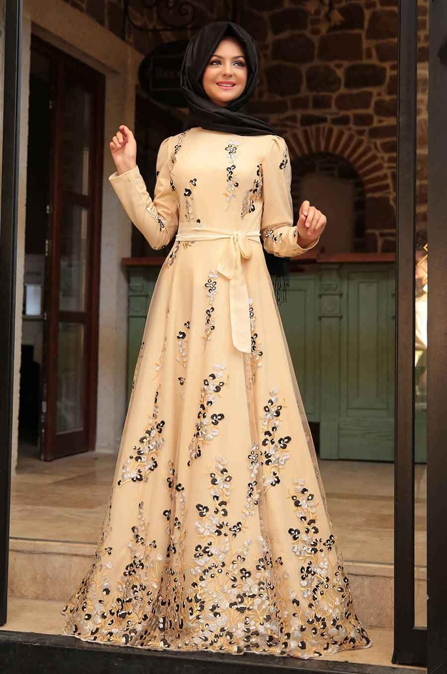 Pınar Şems Krem Tesettür Elbise Modelleri