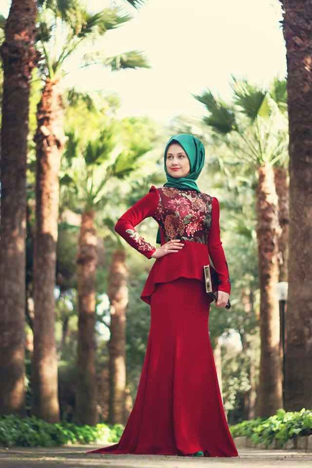 Kırmızı Tesettür Güpürlü Elbise Modelleri