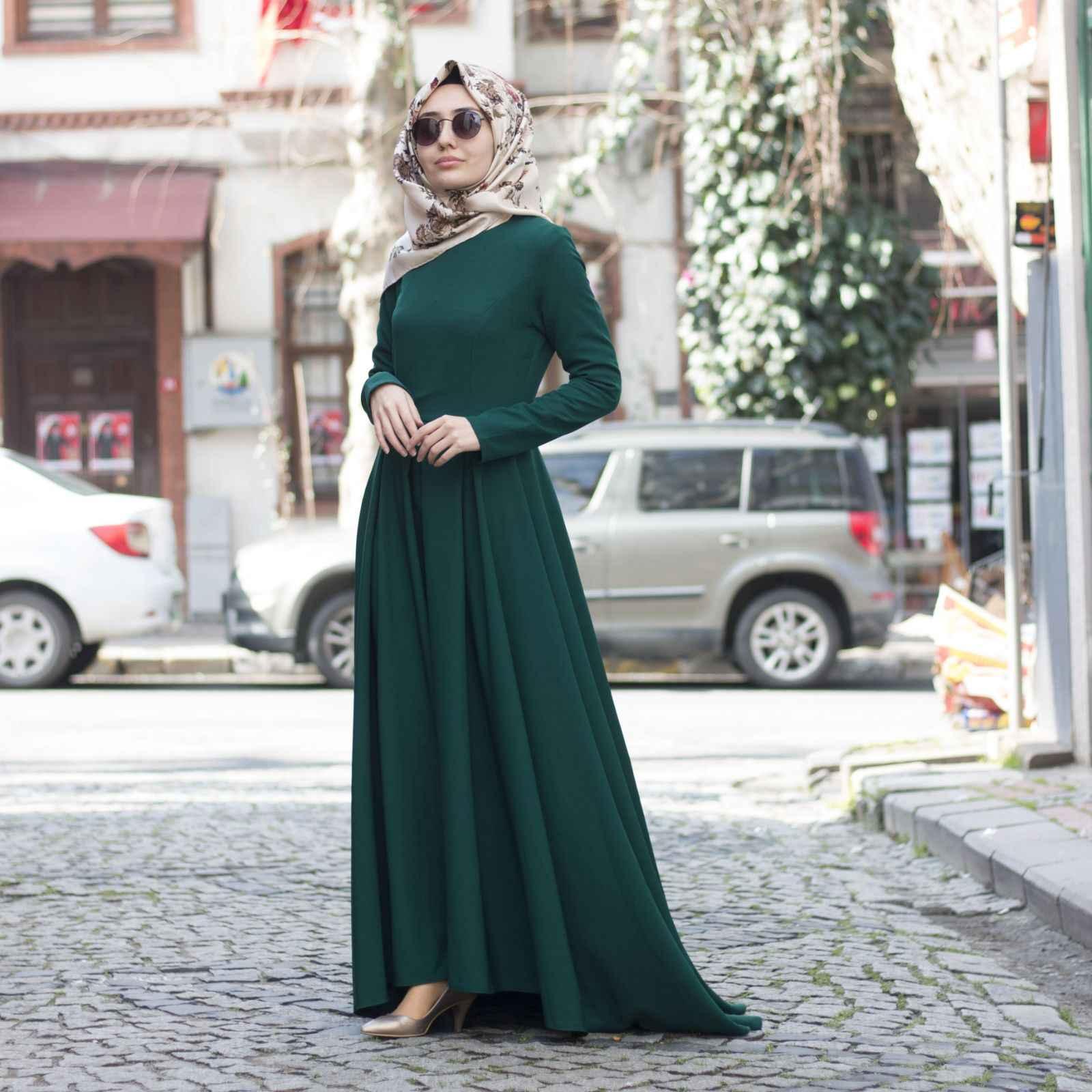 Yeşil Tesettür Kuyruklu Elbise Modelleri