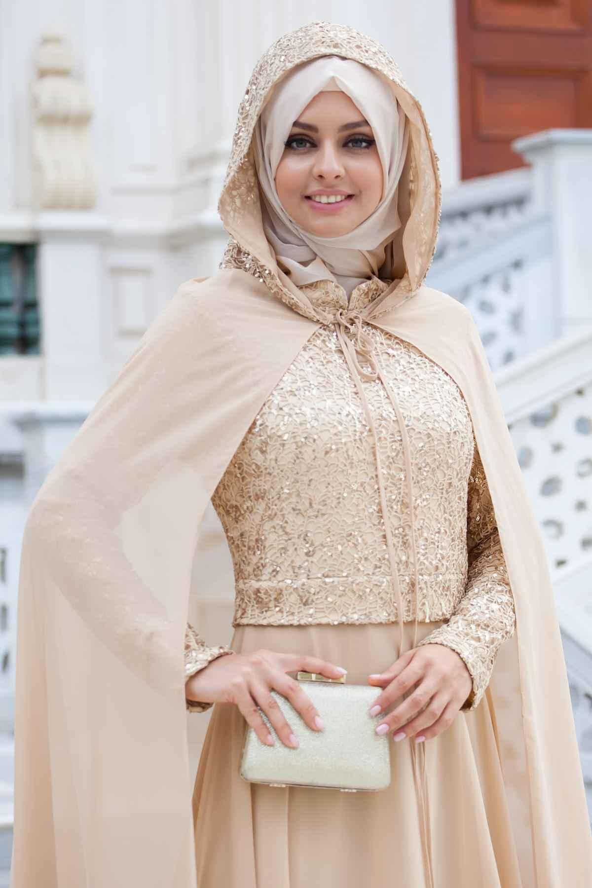 Sedanur Tesettür Gold Rengi Pelerinli Abiye Elbise Modelleri