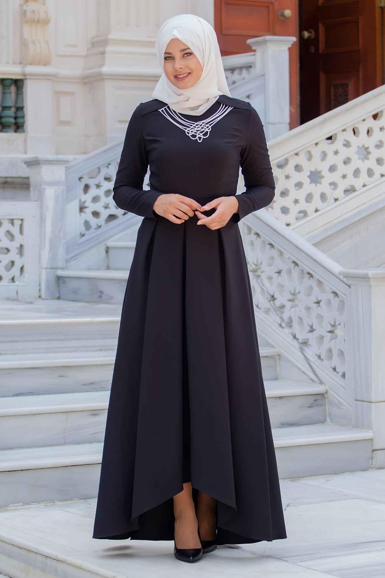 Sedanur Tesettür Kolyeli Pileli Elbise Modelleri