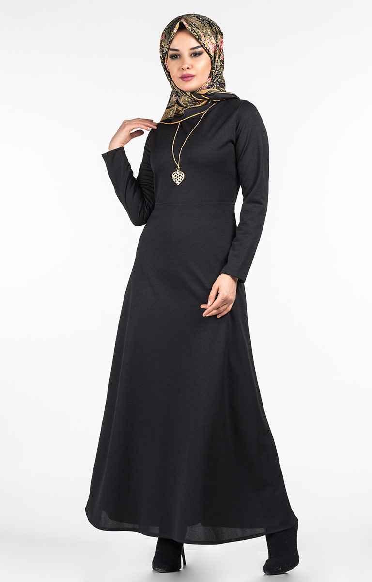 Tesettür Pazarı Şık Kolyeli Elbise Modelleri
