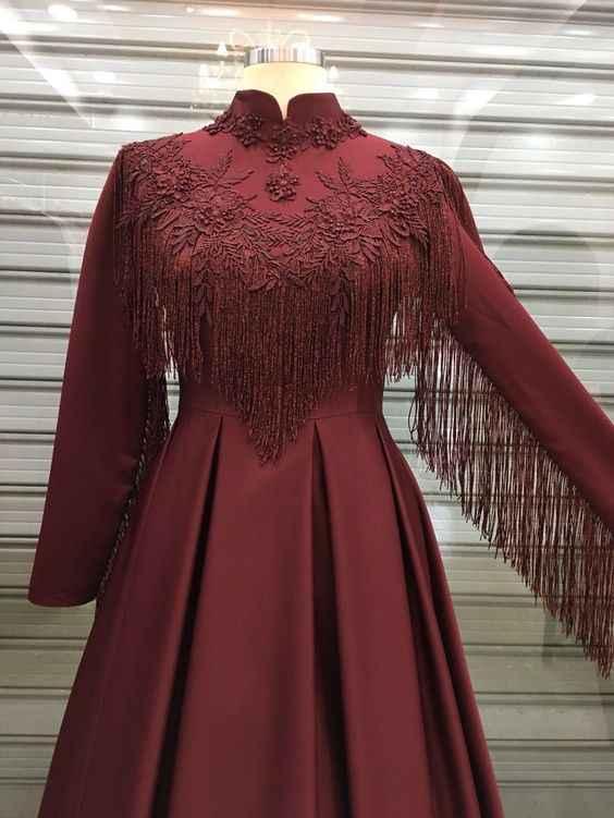 En Güzel Tesettür Püsküllü Abiye Elbise Modelleri