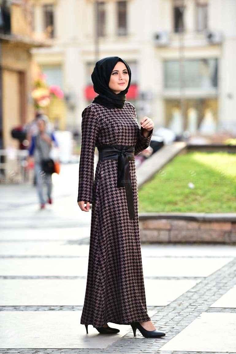 Nurgül Çakır Tesettür Kazayağı Desenli Elbise Modelleri