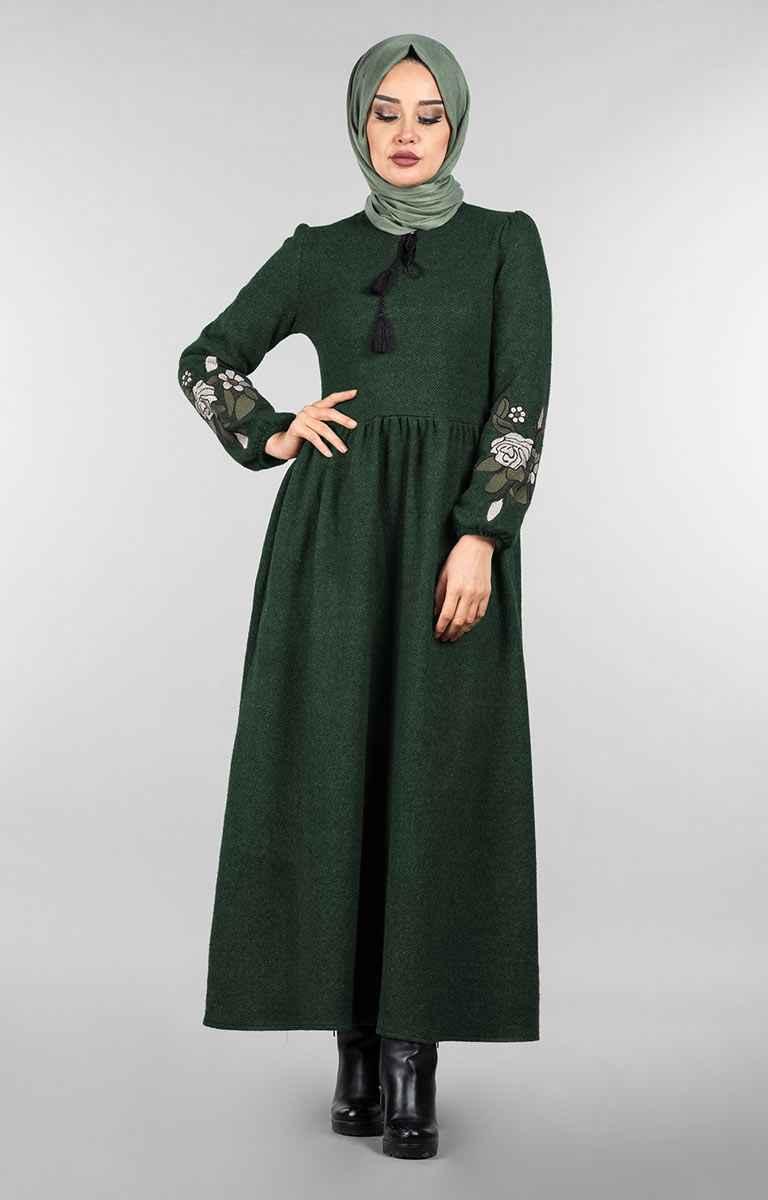 Tesettür Pazarı Balık Sırtı Nakışlı Elbise Modelleri