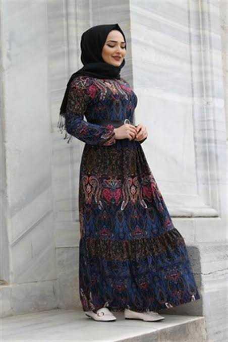 Günlük Desenli Tesettür Elbise Modelleri