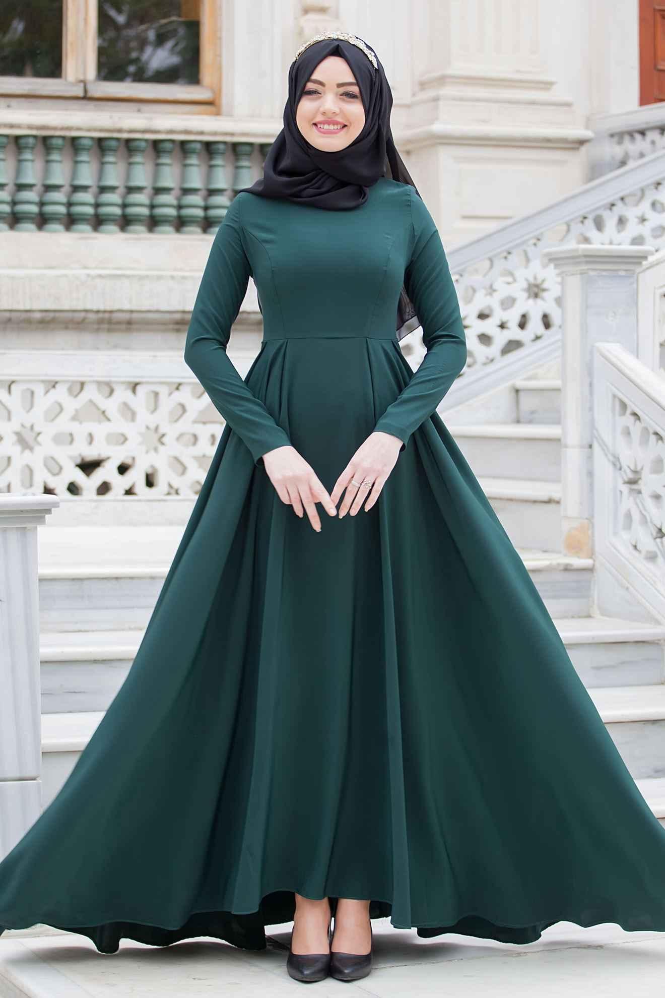 Sedanur Zümrüt Yeşili Tesettür Elbise Modelleri