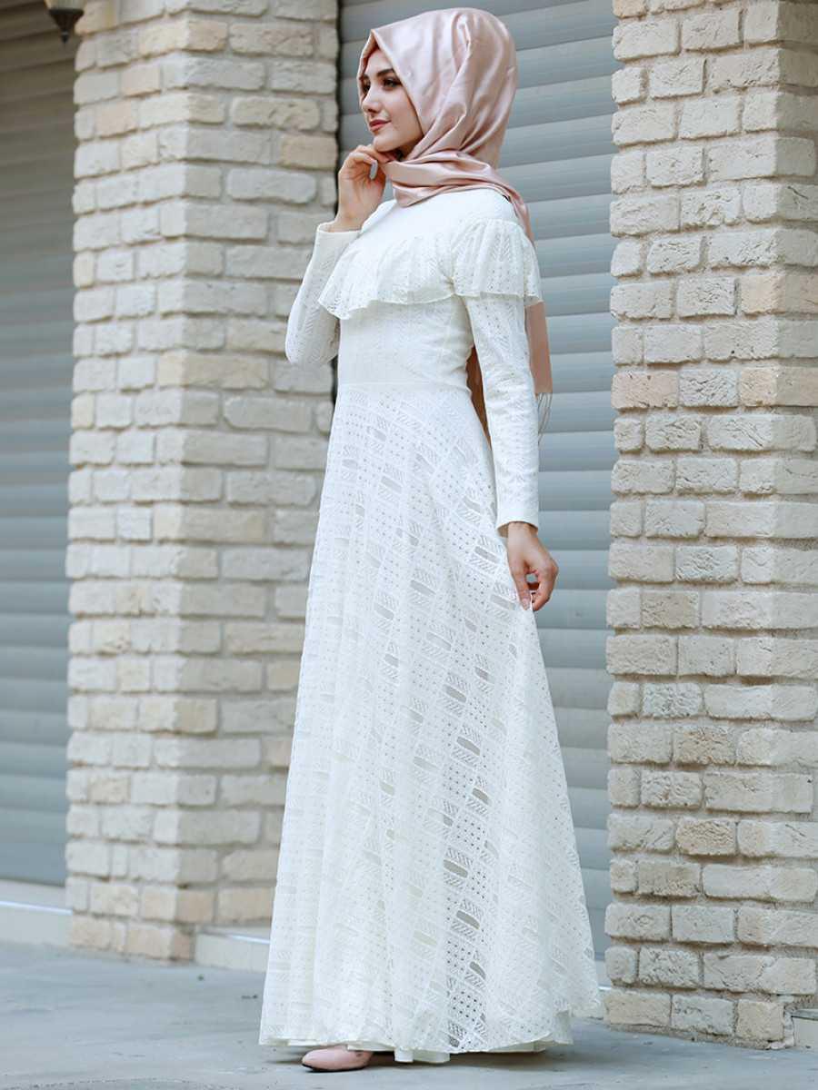 Gamze Özkul Tesettür Ekru Elbise Modelleri