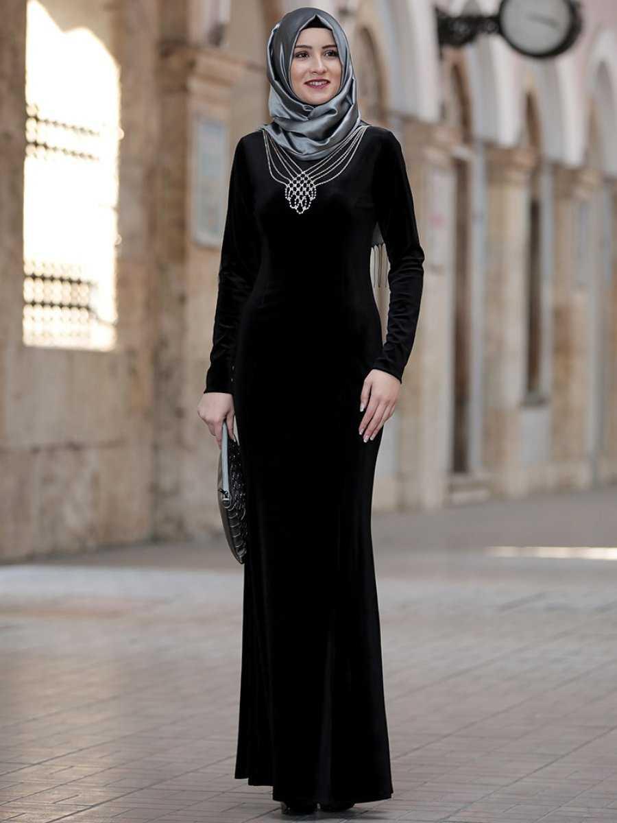 Amine Hüma Tesettür Kadife Abiye Elbise Modelleri
