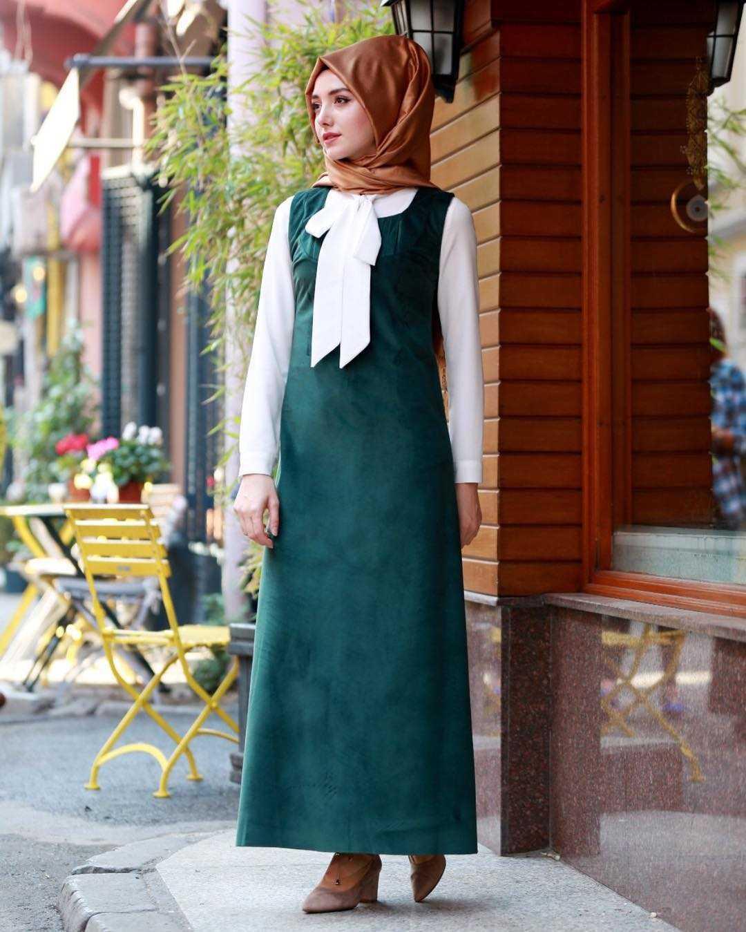 Gamze Özkul Tesettür Askılı Şık Kadife Elbise Modelleri