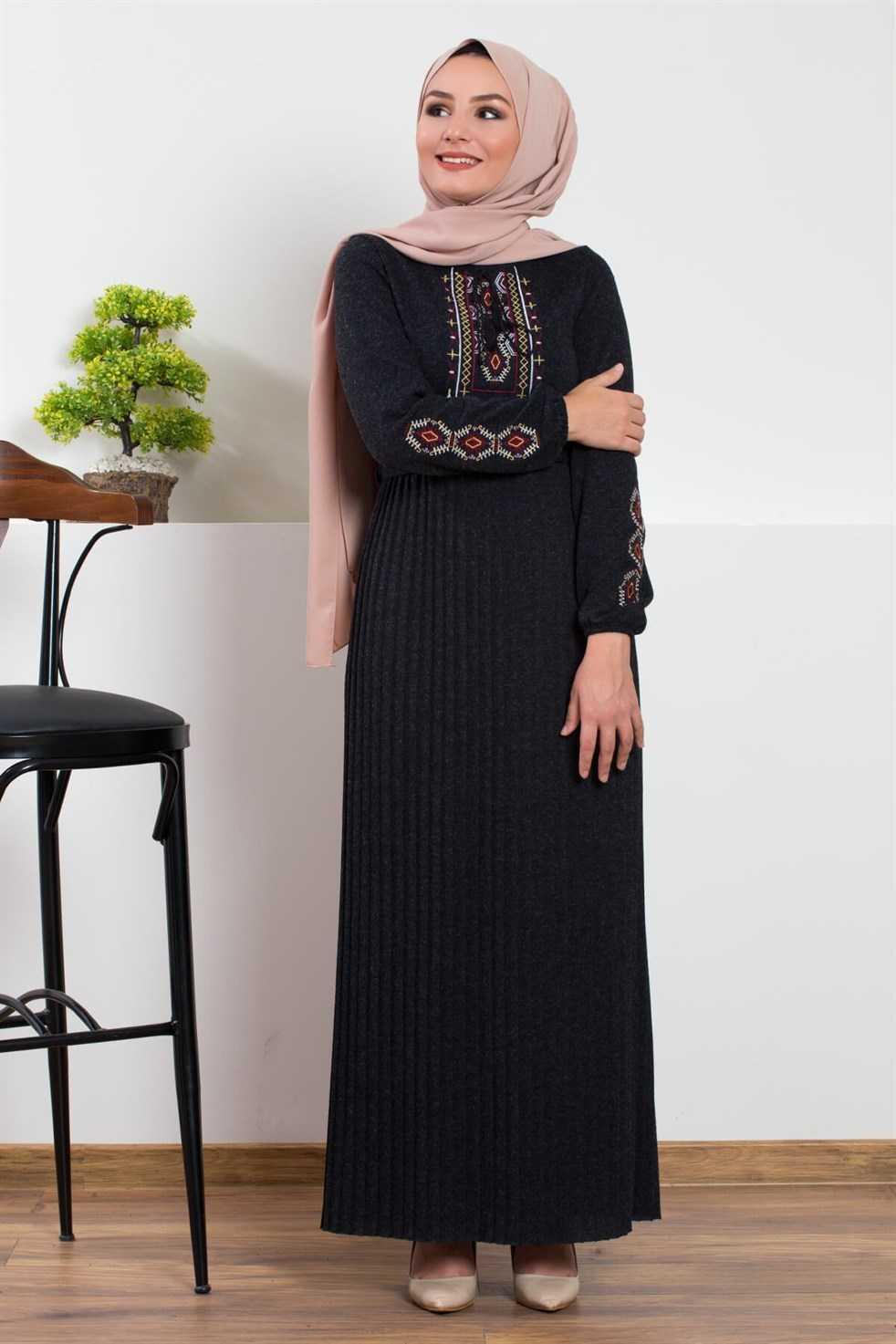 Modasima Nakışlı Tesettür Triko Elbise Modelleri
