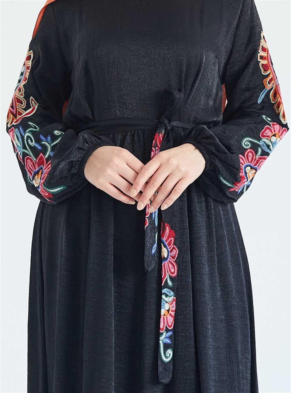 Suem Nakışlı Tesettür Elbise Modelleri