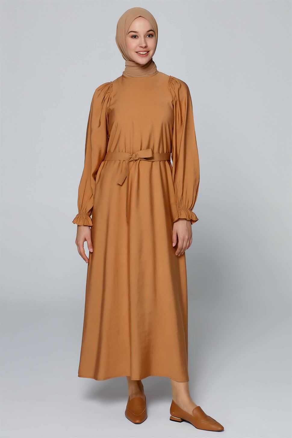 Armine Toprak Rengi Kıyafet Modelleri