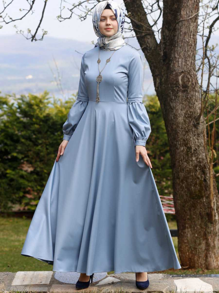 Kübra Biriktir Tesettür Kolyeli Kloş Elbise Modelleri
