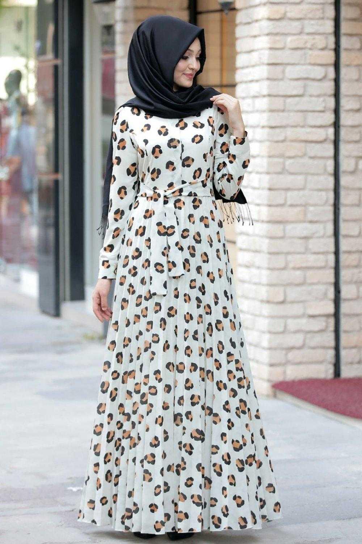Pınar Şems Desenli Tesettür Ekru Elbise Modelleri